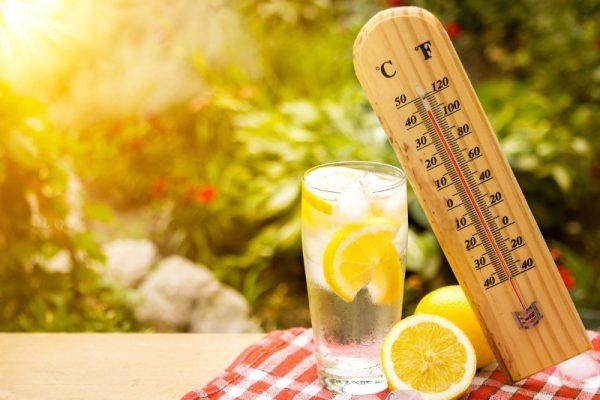 Как переносить жару пожилым людям